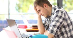 Estudiante frustrado. AntonioGuillem (iStock)