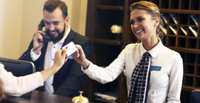 Recepción de hotel (istock)