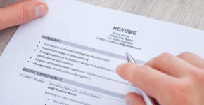 Errores habituales que cometemos al redactar nuestro CV en inglés (iStock)
