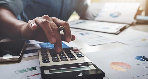 Las herramientas necesarias para hacer la declaración de la Renta (Istock)