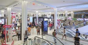 Centro comercial repleto de clientes (Istock)