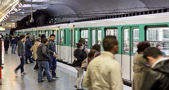 El Ayuntamiento de Madrid subvencionará el abono EMT a desempleados (iStock)